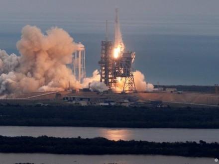 SpaceX успешно вывела на орбиту новую'посылку для МКС