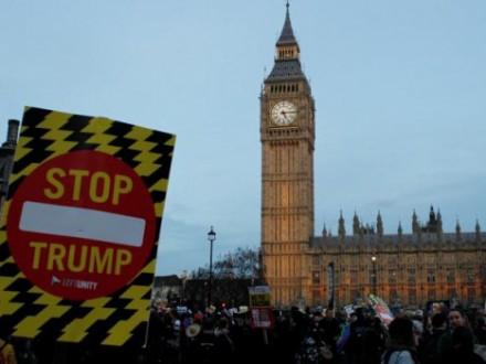 Тысячи британцев протестуют против предстоящего визита Дональда Трампа
