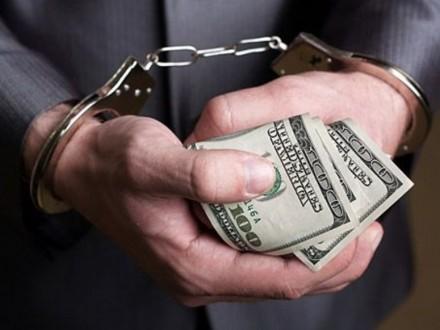 Посадовця виконавчої служби спіймали на хабарі у 30 тис. грн