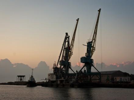 В Белгород-Днестровском порту не видят ничего удивительного в отгрузке леса на российское судно