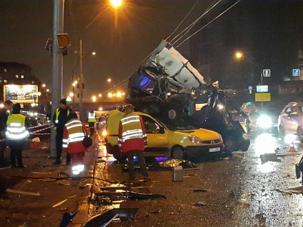 НаКиевщине случилось масштабное ДТП сучастием четырех авто: двое погибших