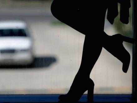 Херсонская полиция задержала сутенера, который втянул 12-летнюю в занятие проституцией