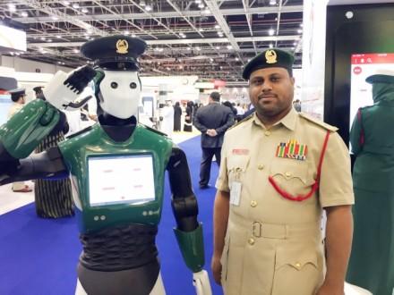 Роботы-полицейские будут патрулировать улицы Дубая смая