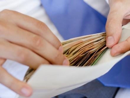 Реальна зарплата в лютому збільшилася на 2,3%
