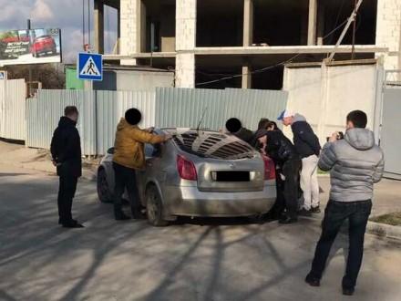 Громадські активісти вимагали гроші у посадовця Хмельниччини