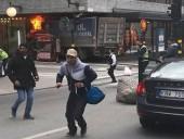 В Стокгольме грузовик въехал в толпу, есть погибшие - СМИ