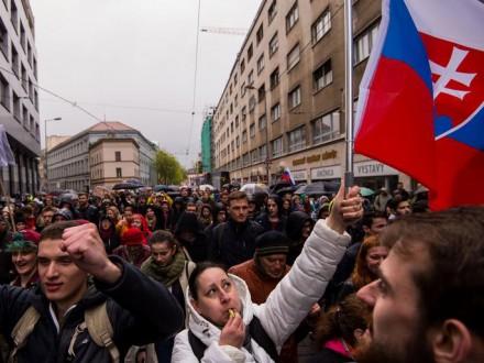 Тысячи граждан  Братиславы вышли намитинг против коррупции