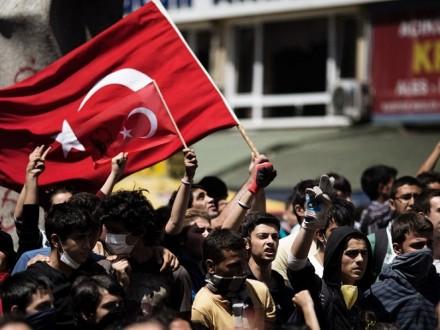 Турецкие власти задержали организаторов протестов против результатов референдума