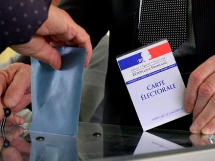 У Франції кандидат у президенти Емануель Макрон лідирує у передвиборчих  перегонах і випереджає Марін Ле Пен на 2 відсотки за два дні до виборів в  країні. ceca5408d60f4