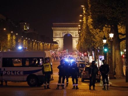 ИГИЛ взяло насебя ответственность, установлена личность террориста— Теракт встолице франции