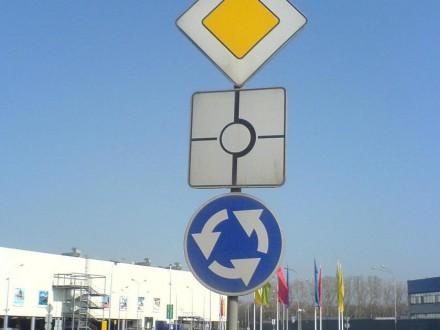 Президент України Петро Порошенко підписав правки до закону про дорожній  рух у частині пріоритету транспортних засобів c9b0b6932c0b7