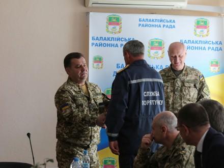 С.Полторак нагородив відзнаками учасників ліквідації наслідків пожежі в Балаклії