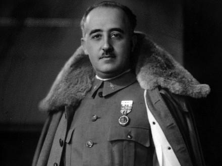 Парламент Испании проголосовал заперезахоронение останков диктатора Франко