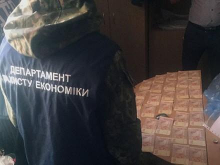 Посадовці соцзахисту вимагали гроші з переселенців з Донбасу