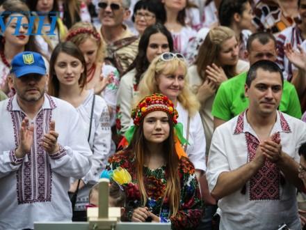 День вишиванки відзначають сьогодні в Україні – новини на УНН  458ce7cd68105