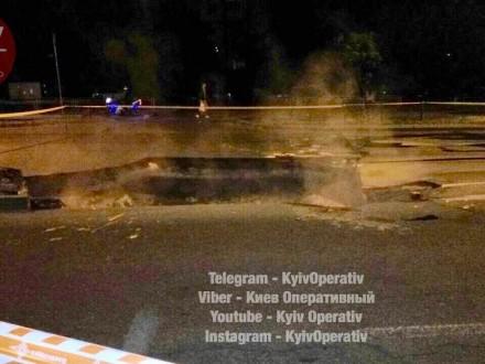 УКиєві прорив тепломережі таобвал асфальту залишив без води 25 будинків