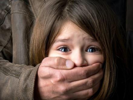 Злоумышленница похитила двухлетнюю девочку в Запорожье