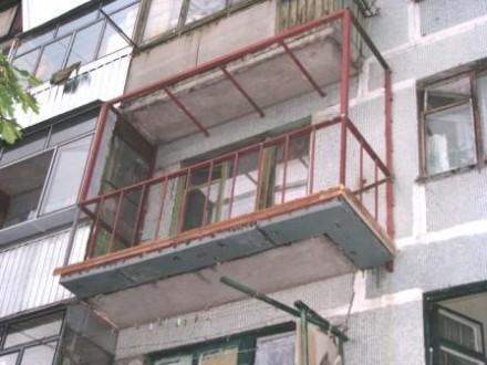 После падения с балкона умер парень в Бердянске