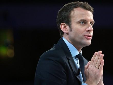 Президент Франції Еммануель Макрон прокоментував теракт на стадіоні в  Манчестері в рамках візиту в посольство Великобританії в Парижі 76303818ec05c
