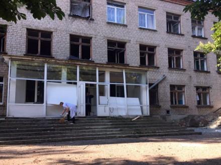 УКрасногорівці обстріляли школу і лікарню— поліція