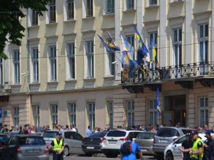 11 правоохоронців постраждали під час сутичок у Львівській облраді