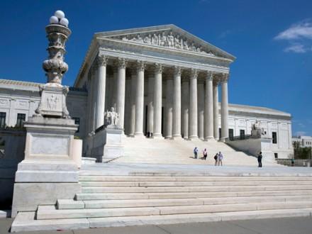 Адміністрація Д.Трампа закликала Верховний суд розблокувати імміграційний указ
