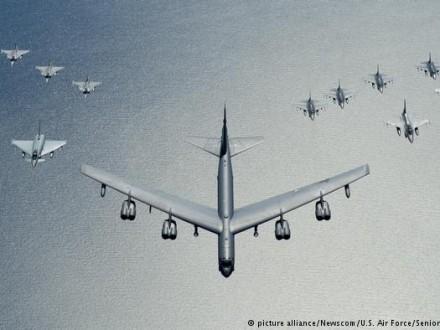 США направили докордонів Росії ядерні бомбардувальники