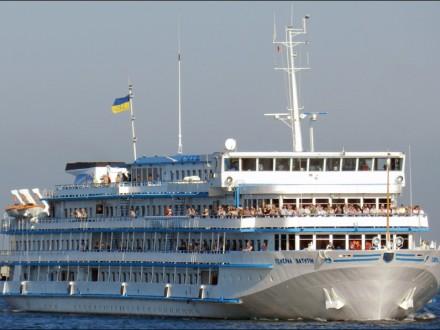 Український круїзний лайнер-утікач пройшов Керченську протоку