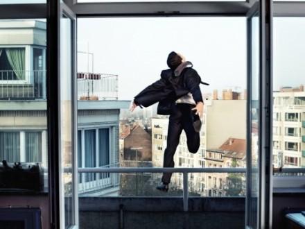 УХаркові самогубець вижив після падіння з8-го поверху