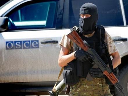 Бойовики на7 автомобілях непустили патруль ОБСЄ