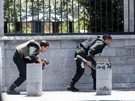 В Ірані заарештували вісьмох підозрюваних унападах впарламенті тамавзолеї Тегерану
