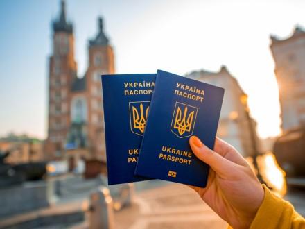 Понад 900 українців в'їхали до ЄС без візи впаспорті