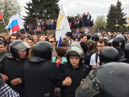 УРосії під час мітингів опозиції затримано кілька сотень осіб