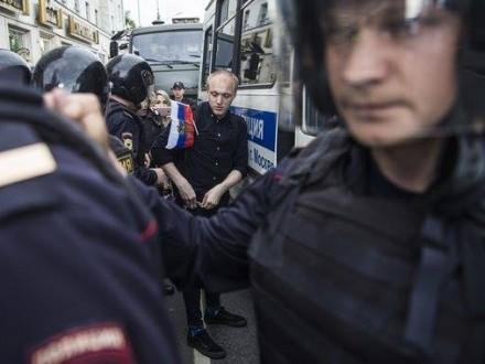 УМоскві та Пітері наакціях проти корупції затримали понад 700 осіб
