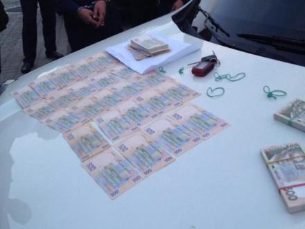 Оперуповноваженого по боротьбі з легалізацією іноземців затримали на хабарі у 285 тис. грн