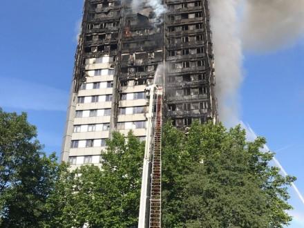 Кількість жертв пожежі вжитловому будинку Лондона зросла до12— поліція