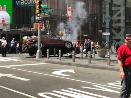 Автомобіль влетів у пішоходів в Нью-Йорку