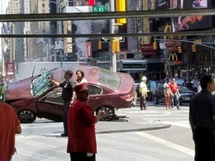Позашляховик протаранив натовп уцентрі Нью-Йорка