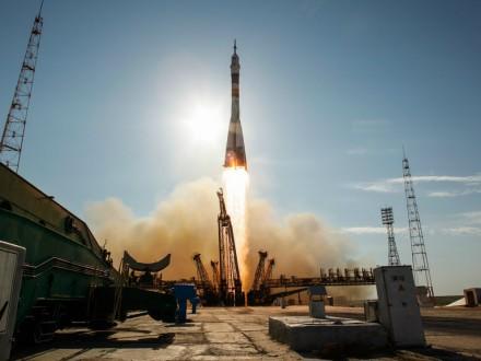 Катастрофу ракети-носія уКазахстані приборкували 60 пожежників [ Редактировать ]