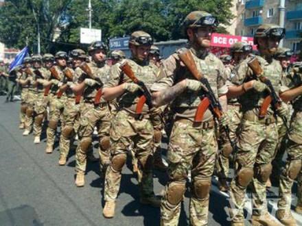 УМаріуполі відбувся військовий парад знагоди третьої річниці визволення міста
