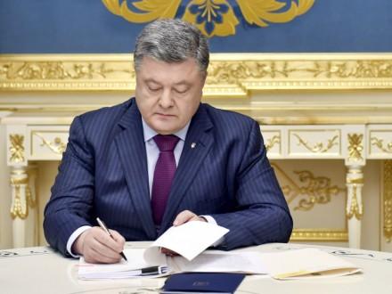 Порошенко скасував одіозний «закон Савченко»