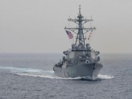 Біля берегів Японії американський есмінець зіткнувся зторговим судном, є постражалі