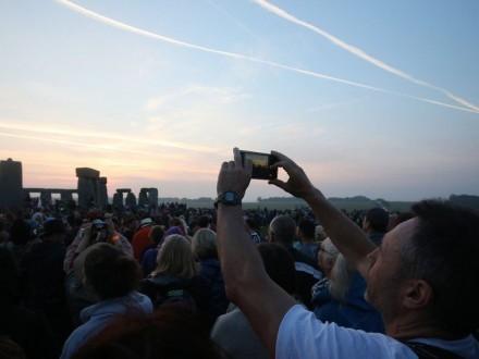 КИЇВ. 21 червня. УНН. Близько 13 тисяч людей спостерігали за сходом сонця у  Стоунхенджі в середу вранці 920aa73edf388