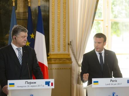Макрон пообіцяв працювати з Меркель над новими пропозиціями щодо ситуації на Донбасі