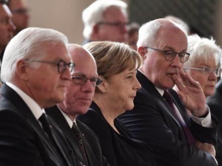 ВГермании простились сГельмутом Колем: появилось видео