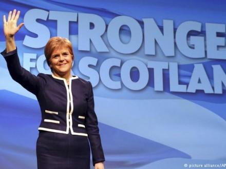 1-ый министр Шотландии пересмотрит планы пореферендуму онезависимости