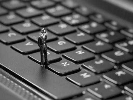 Фахівці НП виїхали у важливі держоргани для боротьби з хакерськими атаками – Я.Тракало