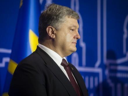 П.Порошенко: попереду зміни до Конституції щодо децентралізації