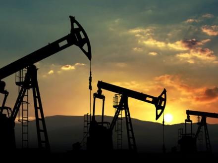 ВСША уменьшается добыча, нефть растет