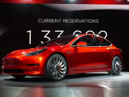 І.Маск заявив про початок виробництва автомобіля Model 3 раніше терміну